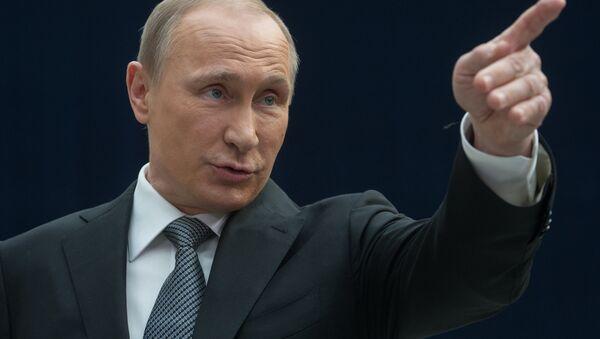Predsednik Rusije Vladimir Putin odgovara na pitanja novinara tokom Direktne linije - Sputnik Srbija