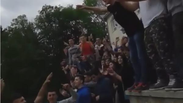 Maturanti iz Pljevalja pevaju Oj Kosovo, Kosovo - Sputnik Srbija
