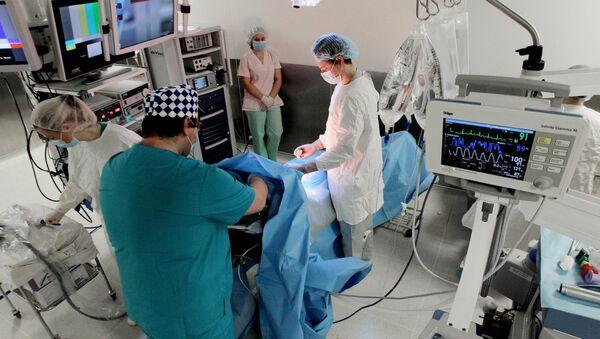 Operacija uz pomoć robota Da Vinči u Medicinskom centru u Vladivostoku - Sputnik Srbija