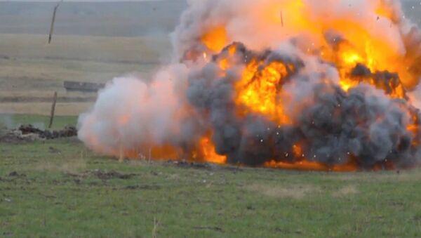 Vatreni demon: Ruski bacač plamena u akciji - Sputnik Srbija
