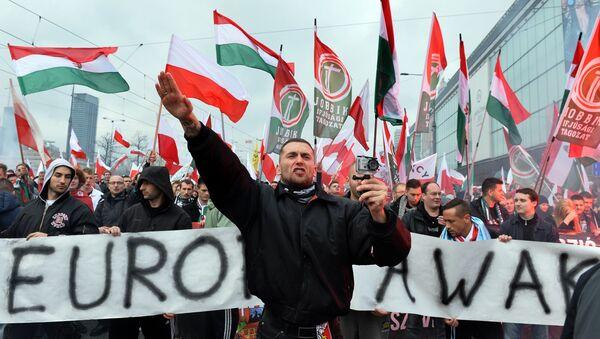 Pristalice mađarske desničarkse partije Jobik sa nacističkim pozdravom - Sputnik Srbija