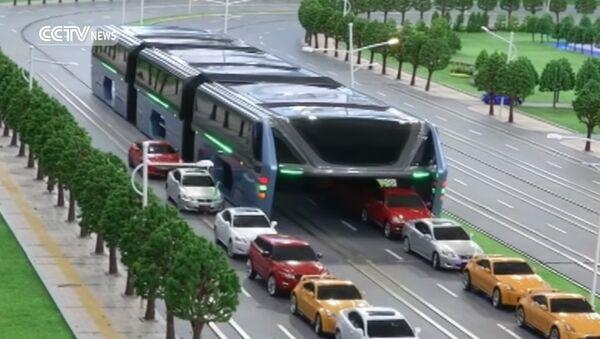 """Gužva u saobraćaju? Nikakav problem za ovaj džinovski """"autobus"""" - Sputnik Srbija"""