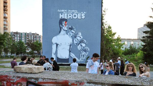 Мурал са ликом Дејвида Боувија у Сарајеву. - Sputnik Србија
