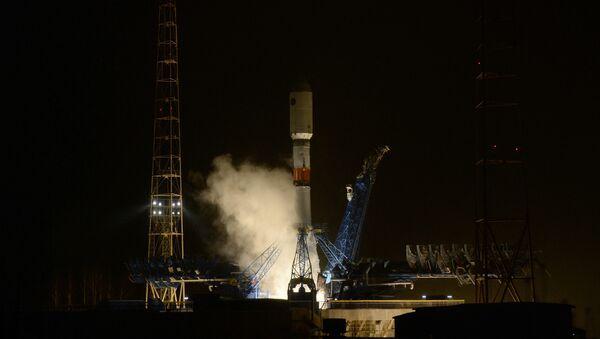 Lansiranje rakete-nosača Sojuz-2.1b sa novim satelitom Glonas na kosmodromu Pleseck - Sputnik Srbija