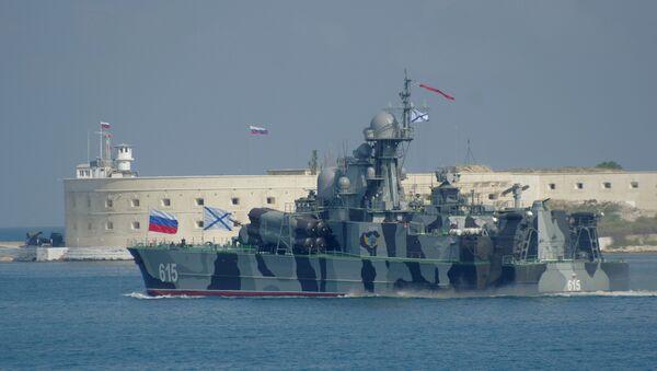 Raketni brod Bora tokom probe za paradu za Dan vojno-pomorske flote RF u Sevastopolju - Sputnik Srbija