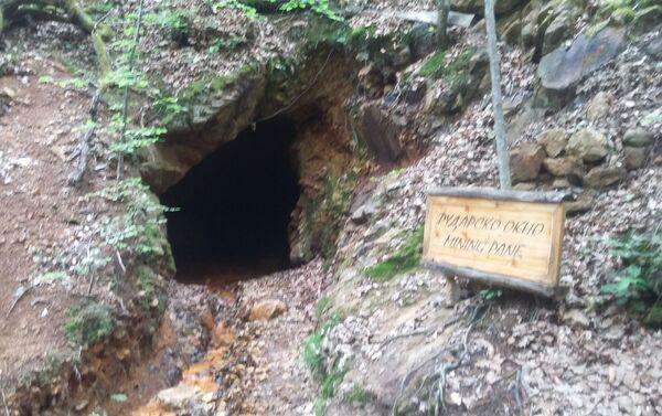 У близини  земљаних фигура налази се неколико рударских јама из којих се у средњем веку вадила руда. - Sputnik Србија