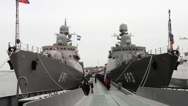 Најновији ракетни брод пројекта 11661К Дагестан (десно) који је ушао у састав Каспијске флоте и ракетни брод Татарстан (лево) - Sputnik Србија