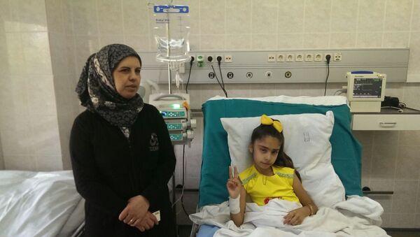 Sirijska devojčica Sidra Zarur iz Alepa u bolnici - Sputnik Srbija