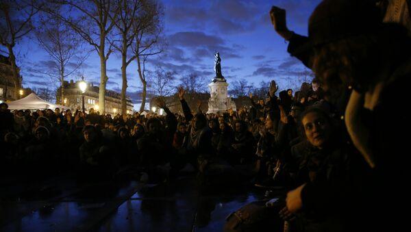 Protest pokreta Noć na nogama (Nuit Debout) u Parizu, 6. april 2016. - Sputnik Srbija