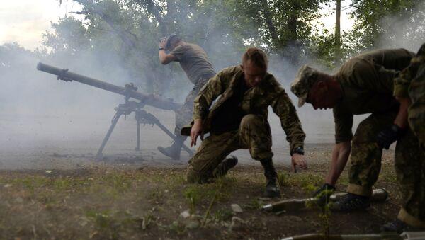 Ukrajinski vojnici na bojnom polju kraj lansera SPG-9 u regionu Donjecka - Sputnik Srbija