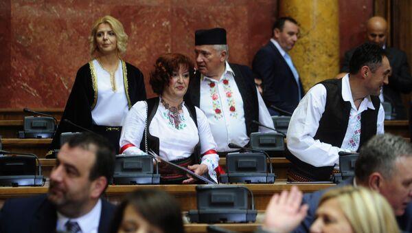 Poslanici u skupštinskim klupama - Sputnik Srbija