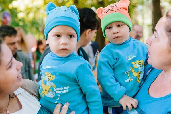 Parada blizanaca u Ivanovu - Sputnik Srbija