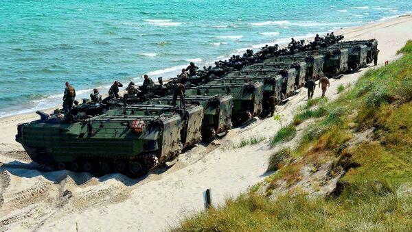 Desant amfibija američke mornarice na obali nakon vežbe Baltičkih operacija Baltops 2015. - Sputnik Srbija