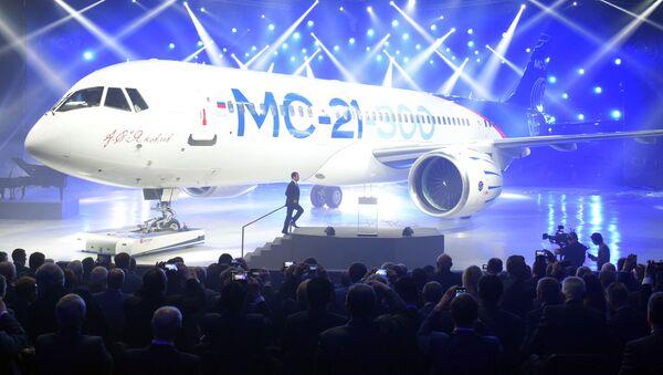 Premijer Ruske Federacije Dmitrij Medvedev na predstavljanju novog aviona MS-21-300 u Irkutsku - Sputnik Srbija