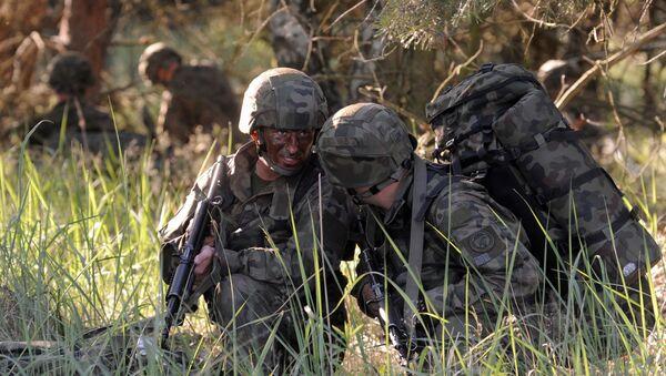 Пољски и британски војници током НАТО војне вежбе - Sputnik Србија