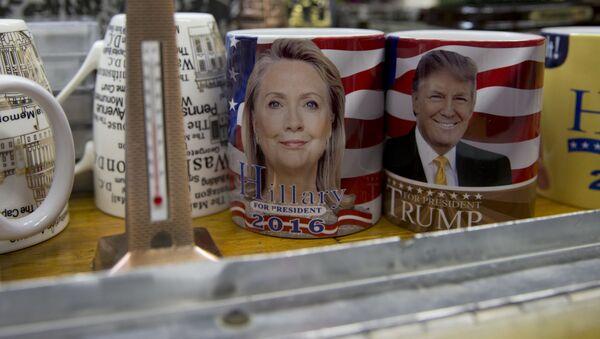 Šolje sa likovima predsedničkih kandidata Hilari Klinton i Donald - Sputnik Srbija