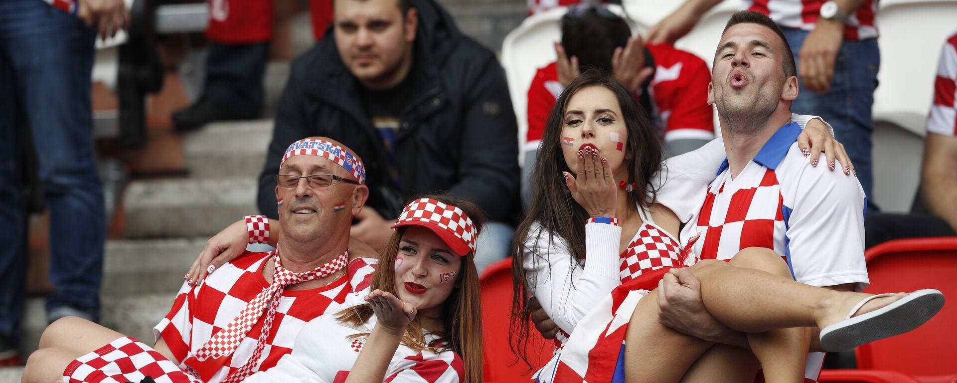Navijači Hrvatske uoči meča protiv Turske na EVRO 2016. - Sputnik Srbija, 1920, 12.10.2021