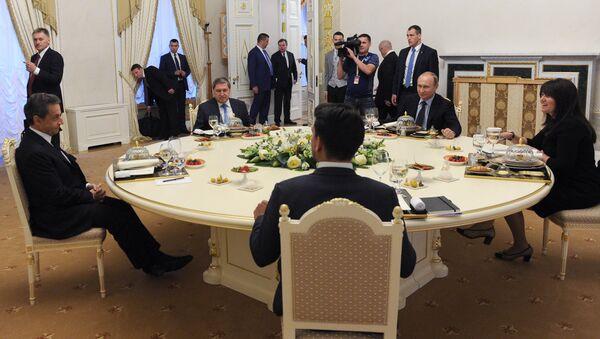 Владимир Путин и Никола Саркози - Sputnik Србија