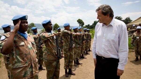 Alen Le Roa sa južnoafričkim mirovnjacima UN. - Sputnik Srbija