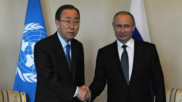 Генерални секретар УН Бан Ки Мун и председник Русије Владимир Путин у Санкт Петербургу - Sputnik Србија