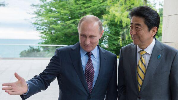 Vladimir Putin i Šinzo Abe - Sputnik Srbija