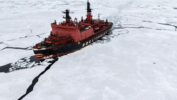 Нуклеарни ледоломац Јамал током истраживања у Карском мору у оквиру највеће светске арктичке експедиције. - Sputnik Србија