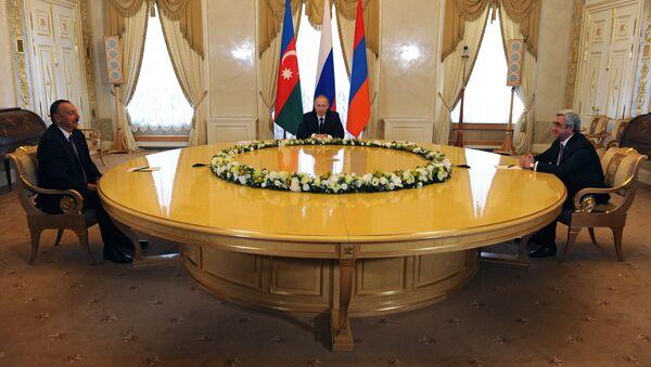 Predsednik Azerbejdžana Ilham Alijev, predsednik Rusije Vladimir Putin i predsednik Jermenije Serž Sargsjan tokom sastanka u Sankt Peterburgu - Sputnik Srbija