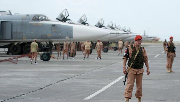 Avion Su-24 u vazdušnoj bazi Hmejmim u Siriji - Sputnik Srbija