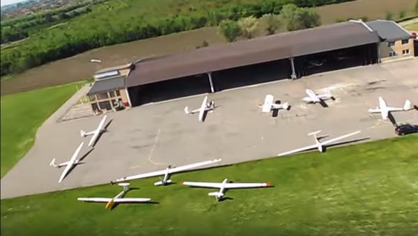 Лет изнад аеродрома Ечка - Sputnik Србија