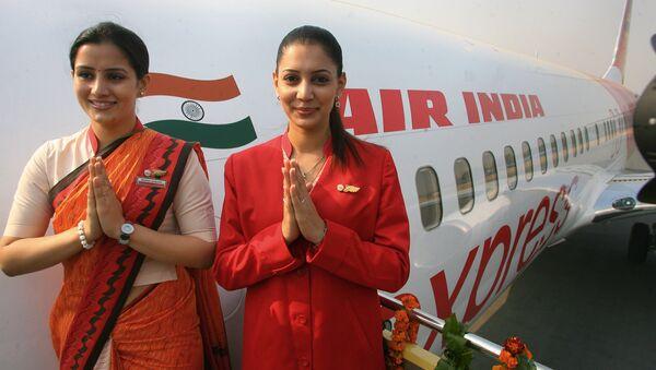 Стјуардесе у новим униформама током укрцавања у путнички авион компаније Ер Индија - Sputnik Србија