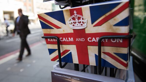 Разгледница из Другог светског рата са британским слоганом Буди смирен и настави даље у Лондону. Британија је гласала за излазак из Европске уније, потврдила је данас Изборна комисија Велике Британије. - Sputnik Србија