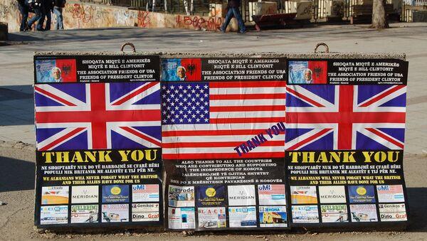 Bilbord zahvalnosti SAD i Velikoj Britaniji na Kosovu - Sputnik Srbija