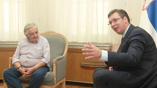 Bivši predsednik Urugvaja Hoze Muhika u razgovoru sa premijerom Srbije Aleksandrom Vučićem. - Sputnik Srbija