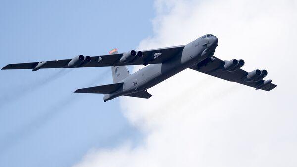 Амерички бомбардер Б-52 током војне вежбе Гвоздени вук 2016 у Литванији - Sputnik Србија