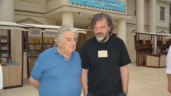 Bivši predsednik Urugvaja Hose Muhika u društvu slavnog reditelja Emira Kusturice u Andrićgradu - Sputnik Srbija