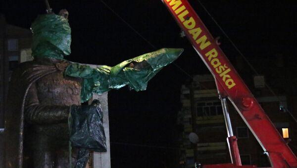 Spomenik Knezu Lazaru podignut u centru Kosovske Mitrovice - Sputnik Srbija
