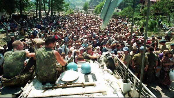 Holandski mirovnjaci u Srebrenici 13. jula 1995. godine - Sputnik Srbija