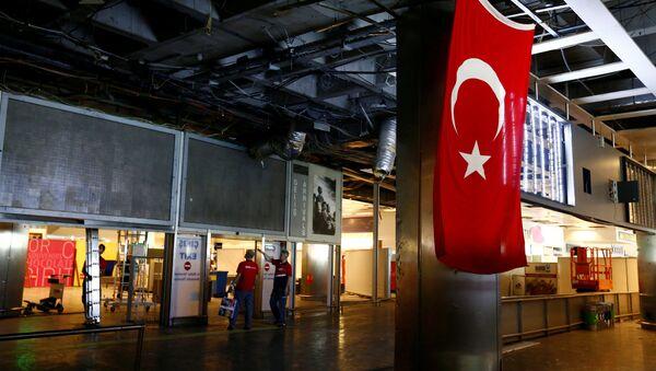 Aerodrom Ataturk u Istanbulu posle terorističkog napada 29. juna 2016. godine - Sputnik Srbija