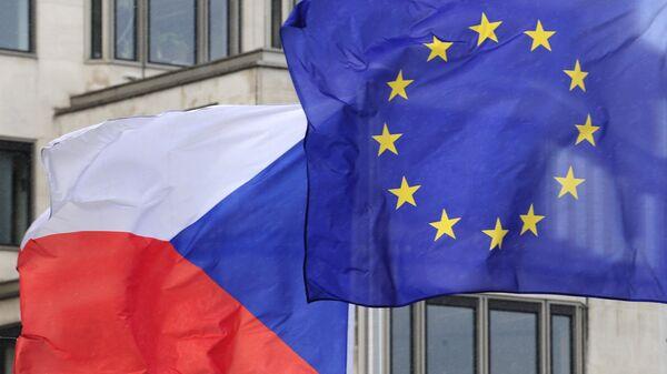 Zastave Češke i EU - Sputnik Srbija