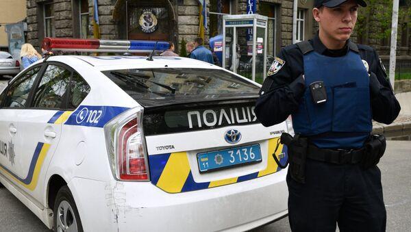 Украјински полицајац у Кијеву - Sputnik Србија