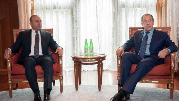 Руски министар иностраних послова Сергеј Лавров (десно) и његов турски колега Мевлут Чавушоглу - Sputnik Србија