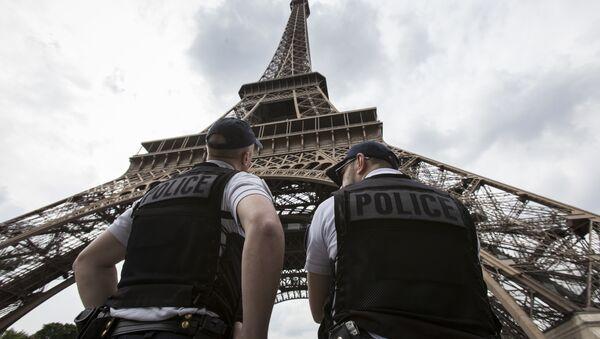 Francuska policija ispod Ajfelove kule - Sputnik Srbija