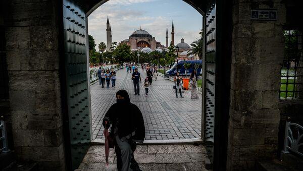 Поглед на Аја Софију у Истанбулу - Sputnik Србија