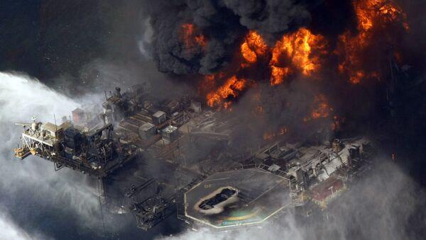 Izlivanje nafte u Meksičkom zalivu 2010. godine sa naftne platforme Britiš petroleuma - Sputnik Srbija