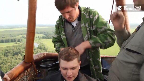 Ruski frizer šiša na 2000 metara visine - Sputnik Srbija