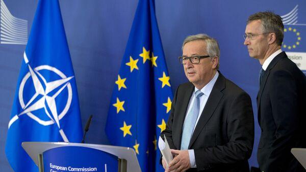 Председник Европске комисије Жан-Клод Јункер и генерални секретар НАТО-а Јенс Столтенберг - Sputnik Србија