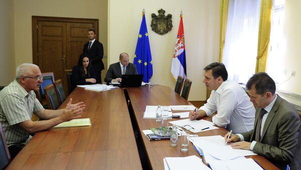 Aleksandar Vučić razgovara sa građanima u zgradi Vlade Srbije - Sputnik Srbija