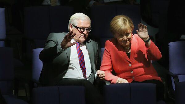 Немачки министар спољних послова Франк Валтер Штајнмајер  и немачка канцеларка Анегла Меркел - Sputnik Србија