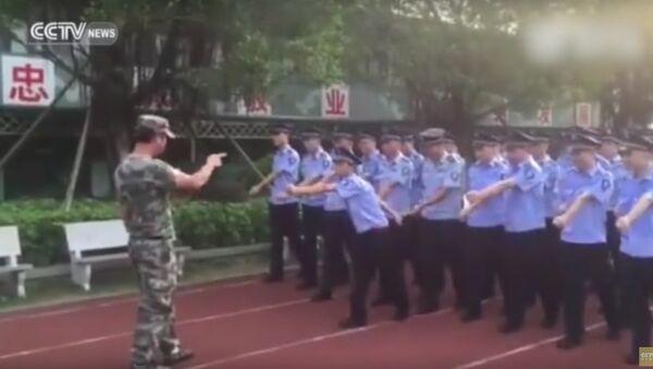 Смотани кинески кадет покварио марширање - Sputnik Србија