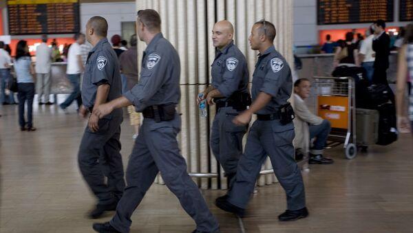 Izarelski policajci na aerodromu Ben-Gurion blizu Tel Aviva, Izrael - Sputnik Srbija
